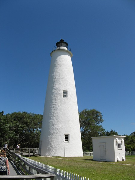 White lighthouse with an outbuilding on Ocracoke Island