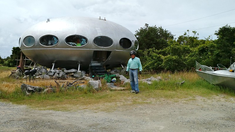 a house shaped like a round spaceship in Hatteras, North Carolina